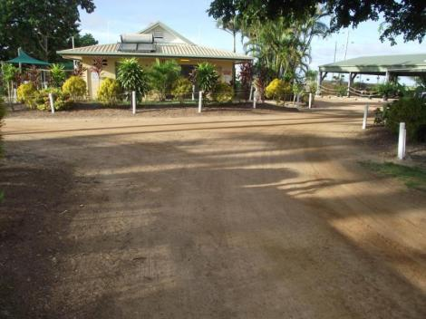 Beautiful Park Garden Karumba Point Sunset Caravan Park